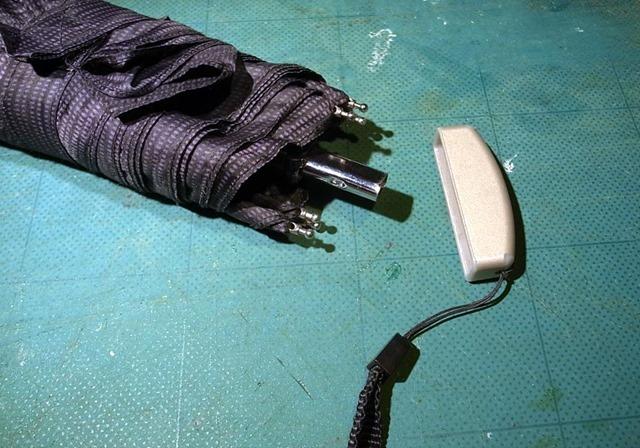 柄が取れた折りたたみ傘