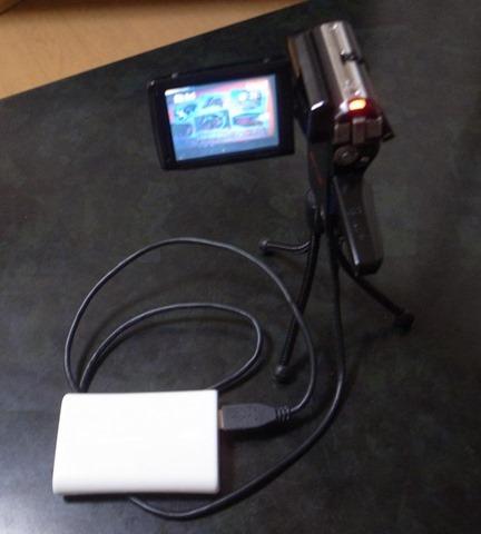 ビデオカメラに外部電源をつなぐ