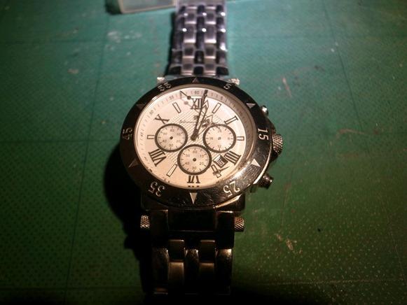 秒針外れの腕時計